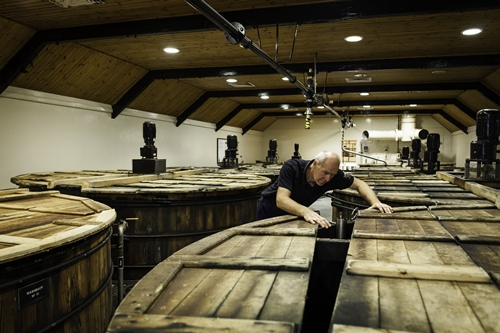 glenrothes-whisky-distillery-Washbacks