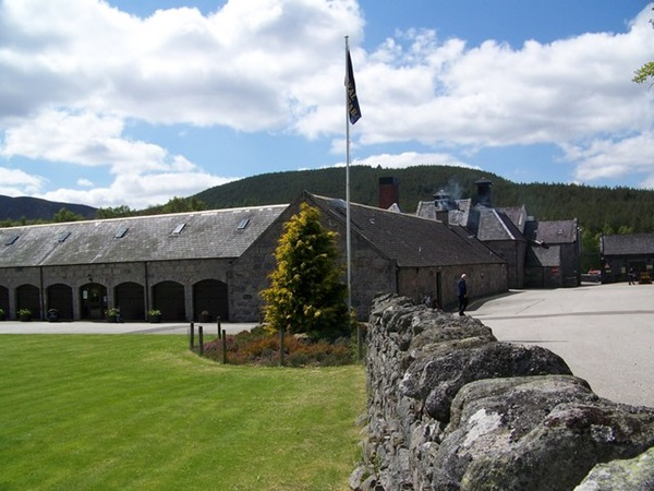 Royal Lochnagar Whisky Distillery